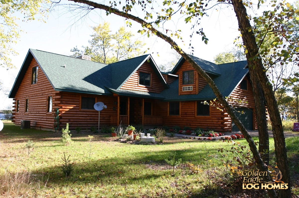 Golden Eagle Log Homes: Log Home / Cabin Pictures Photos: Custom Plan . Full resolution  portraiture, nominally Width 1200 Height 796 pixels, portraiture with #948B37.